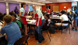 St. Andrew's, Wellesley volunteers serve lunch at St. Stephen's B-SAFE