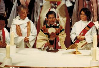 Barbara Harris celebrating Holy Eucharist at 1989 consecration service